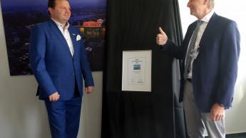Auszeichnung an Globus-Baumarkt-Chef Timo Huwer überreicht