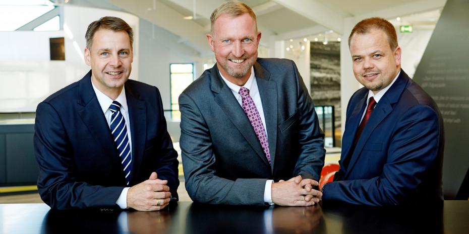"""Lubert Winnecken: """"In den nächsten Monaten werden wir gemeinsam mit dem Handel und den Kooperationszentralen intensive Gespräche über zukünftige gemeinsame E-Commerce-Projekte führen."""" Im Bild zusammen mit den beiden Geschäftsführern Dirk Nowak (l.) und Hendrik Voss (r.)."""
