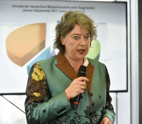Ursula Geismann, Pressesprecherin und Trendanalystin des Verbands der Deutschen Möbelindustrie, erläuterte den Trendausblick.