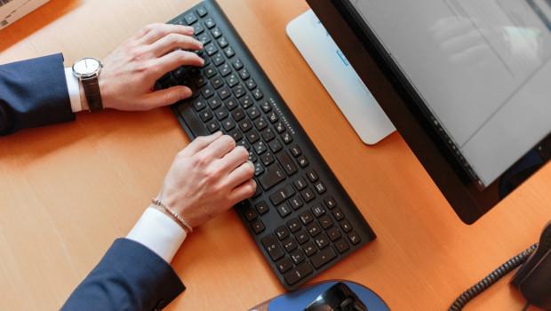 Viele Unternehmen bestellen ihre benötigten Produkte im Internet.