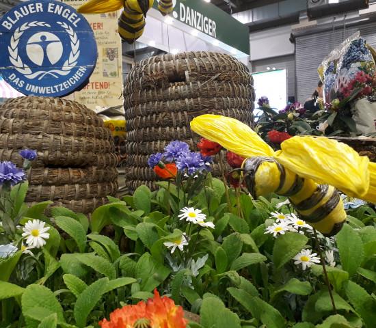 Floragard hat die Biene auf der IPM thematisiert.
