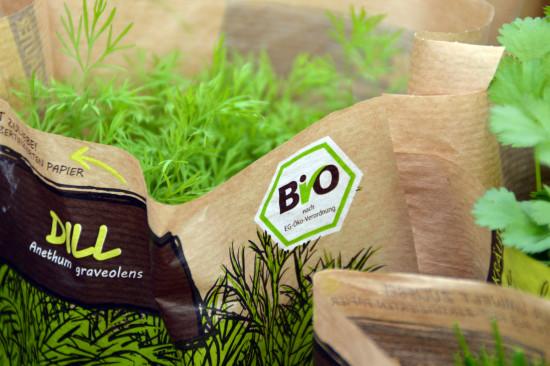 Etwas mehr als die Hälfte der Verbraucher ist bereit, für Bio-Produkte im Garten mehr zu bezahlen.