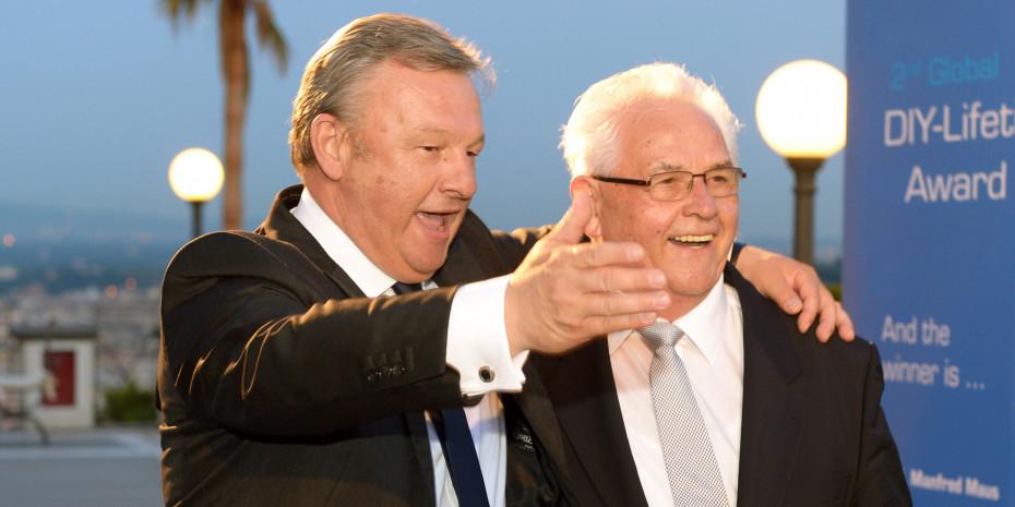 Giroldi und Maus: auf dem Weg zum Obi-Überraschungsgeschenk für Manfred Maus auf einem Kongress in Rom im Jahr 2013 – einem Aufsitzrasenmäher.