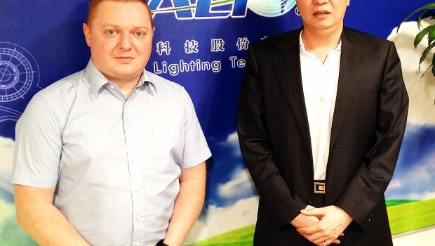 Ledora-Geschäftsführer Thomas Fuchs, hier mit ALT-CEO James Liang, will gemeinsam mit asiatischen Partnern den europäischen Markt erschließen.