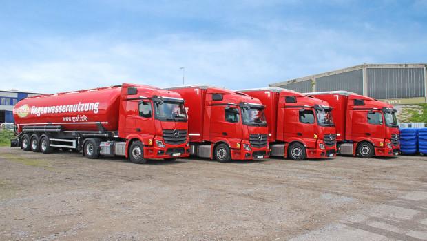 Drei modernisierte, leuchtend rote Sattelauflieger und ein Silofahrzeug stehen dem Unternehmen nun zur Verfügung.