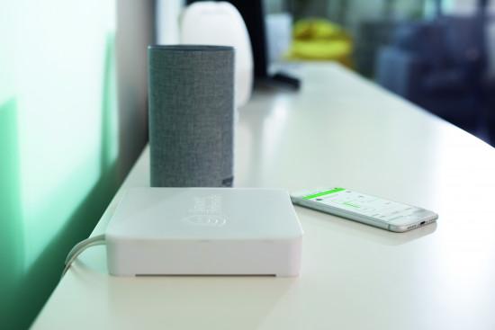 Die Smart Friends Box ist die zentrale Steuereinheit des Smart-Home-Systems, das auch die Einbindung von Sprachsteuerungsassistenten ermöglicht.