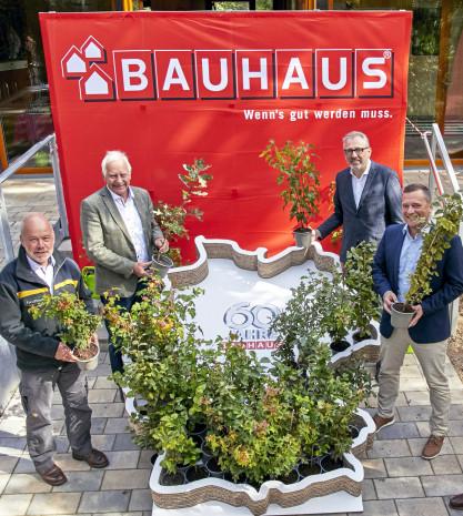 Es grünt so grün zum Jubiläum: Anlässlich des Firmenjubiläums hat Bauhaus eine große Baumpflanzaktion gestartet.