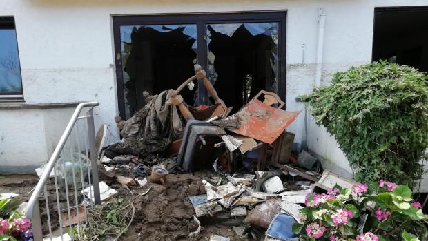 Überflutete Kellern und Wohnräume, überschwemmte Gärten: Auch Mitarbeiterinnen und Mitarbeiter von Betrieben aus der grünen Branche waren schwer betroffen.