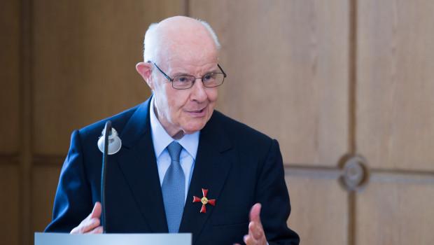 """""""Es gibt innerhalb und außerhalb des EDE so viele Menschen, die mit ihren Aktivitäten zum gesellschaftlichen Fortkommen beitragen – ihnen widme ich gern diese Auszeichnung"""", sagte Dr. Eugen Trautwein bei der Verleihung des Verdienstkreuzes."""