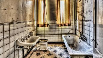"""Screwfix sucht das """"Badezimmer des Grauens"""""""