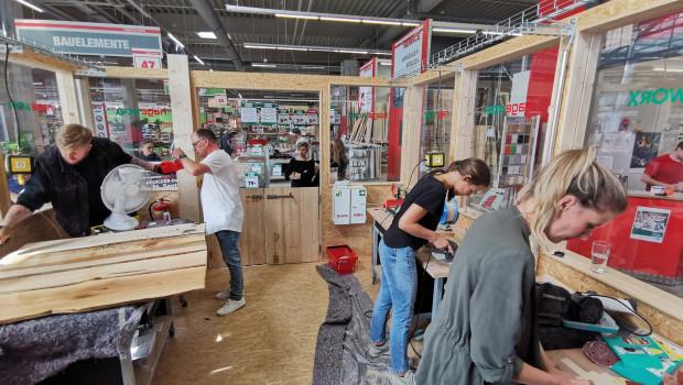 Influencer bei der Arbeit in der ersten DIY-Werkstatt Hageworx in Hannover.