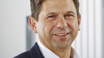 Bernd Hilscher fängt bei Caramba-Töchtern an