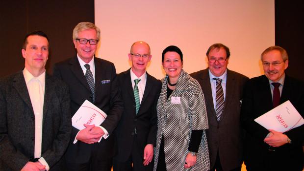 Der Aufsichtsrat und die Vorstände Birgit Zelter-Dähnrich und Rainer Hesemann (r.) blickten auf der Generalversammlung zufrieden auf das zurückliegende Geschäftsjahr.