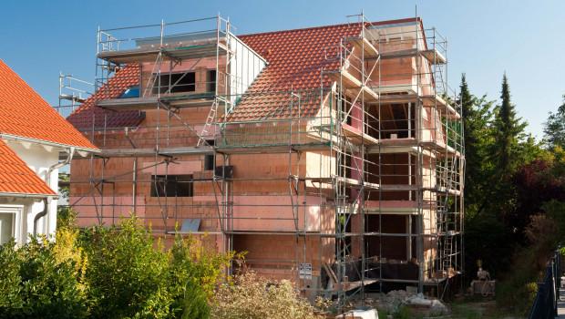 Die Zahl der Genehmigungen für den Bau von Ein- und Zweifamilienhäusern sind zu Jahresbeginn gestiegen. Foto: LBS