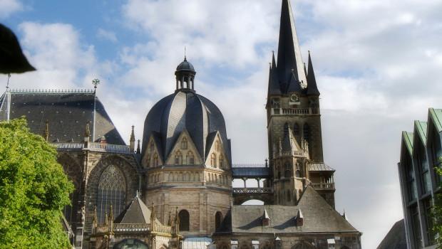 Kärcher wird am Aachener Dom aktiv und reinigt die Karls- und Hubertuskapelle.