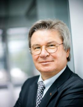Prof. Klaus Fischer leitet das Familienunternehmen seit 1980.