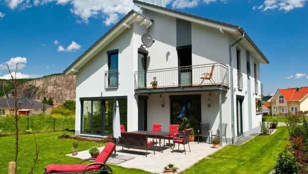Das freistehende Einfamilienhaus auf dem Land bleibt das Traumhaus der Deutschen.