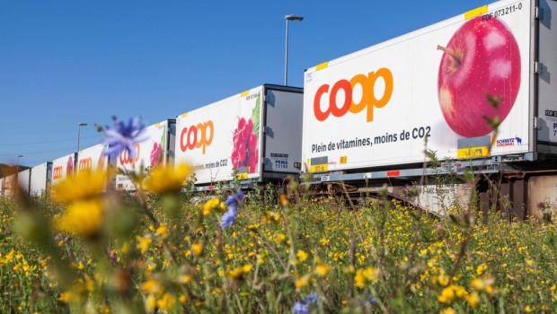 Belieferung per Zug in Kombination mit Lastwagen: Die Coop praktiziert den genannten unbegleiteten kombinierte Verkehr (UKV).