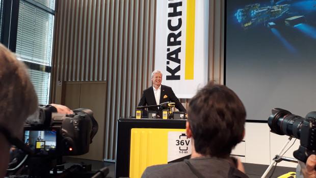 Hartmut Jenner stellte heute in Winnenden vor zahlreichen Journalisten unter anderem die neue Akku-Range von Kärcher vor.