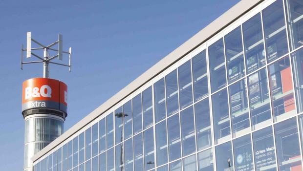 Schon vor zwölf Jahren hat die britische Kingfisher-Vertriebslinie B&Q in New Malden einen Vorzeigemarkt mit eigener Windkraftanlage, Wärmepumpe und Solarthermieanlage gebaut.