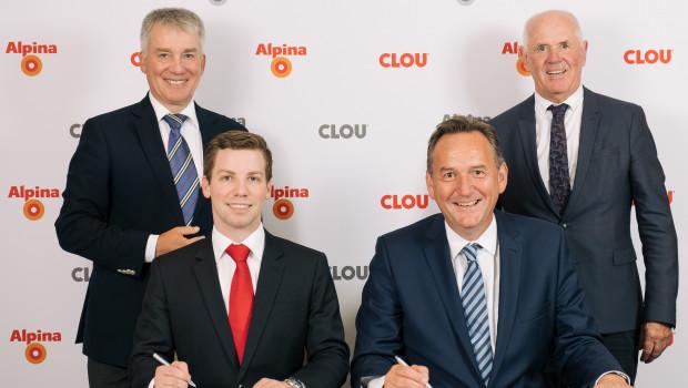 Mit der Vertragsunterzeichnung übernimmt Alpina das DIY-Geschäft von Clou zum 1. Oktober 2018. Über die Verbindung freuen sich (v. l.) Alfred und Constantin Clouth (Alfred Clouth Lackfabrik) sowie die Alpina-Geschäftsführer Peter Stechmann und Bert Klinkhammer.