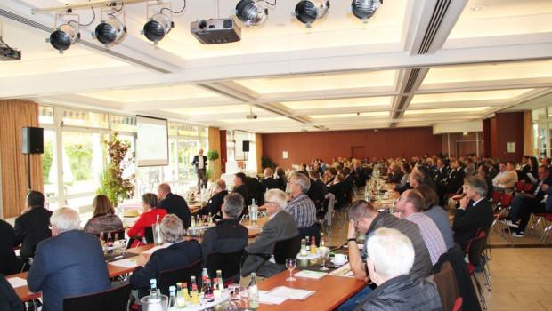 Auf dem Deutschen Torf- und Humustag treffen sich jedes Jahr rund 200 Vertreter der deutschen und internationalen Erdenindustrie.