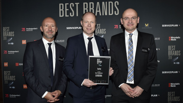 Laurent Van Hoestenberghe, Pär Åström und Tobias M. Koerner von Gardena (v. l.) nahmen den Marketingpreis Best Brands in München entgegen.