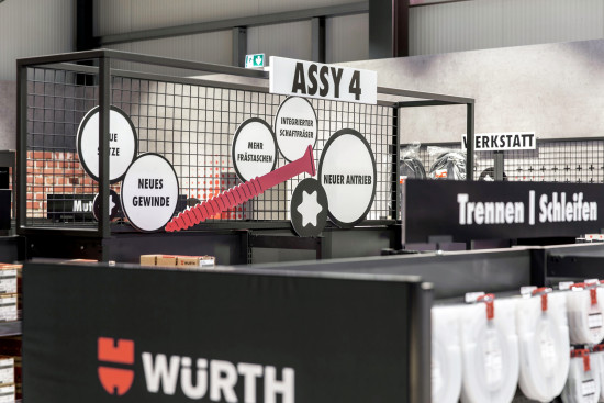 """Bewusste Präsentation ausgewählter Produkte für den Handwerker,wie bei der Schraube """"Assy 4""""."""
