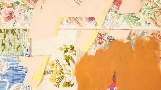 In diesem zeitgenössischen Kunstwerk lebt altes skandinavisches Textilhandwerk auf.