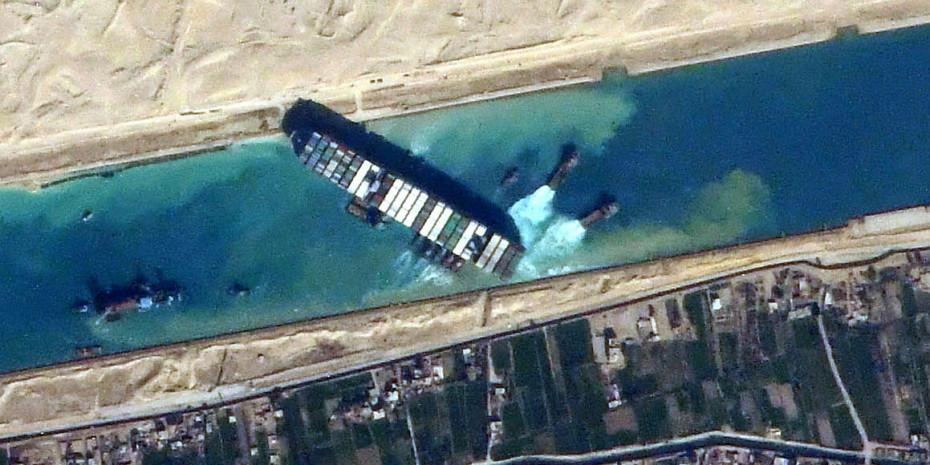 """Blick von der ISS: Die """"Ever Given"""" blockiert den Suezkanal."""