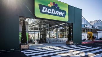 Dehner erprobt eine neue Optik für die Eingangsfassade
