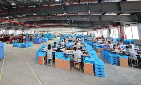 Aktuell arbeiten 320 Personen am Standort in Jinhua – mit Luft nach oben: Es ist Platz für bis zu 500 Mitarbeiter.