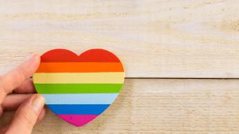 Regenbogen-Aufkleber bei Toom soll Toleranz und Vielfalt signalisieren