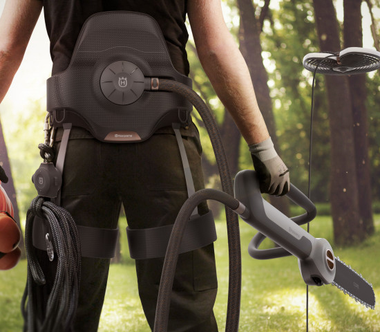 Der Baumpfleger der Zukunft arbeitet mit Drohne - unter anderem.