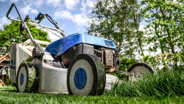 Die DUH bemängelt, dass keine einzige Marktüberwachungsbehörde das tatsächliche Abgasverhalten von Motorgartengeräten überprüft.
