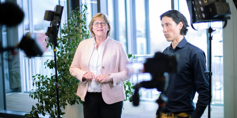 Vorständin Ursula Lindl und Klimaprofi Roldany Gutierrez haben Ideen entwickelt, wie die Sagaflor und ihre Partner CO2 einsparen können.