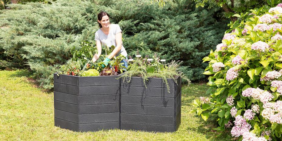 """Für die kommende Gartensaison werden diese Hochbeet-Systeme auch in grauer Schieferoptik """"Stone"""" eingeführt."""