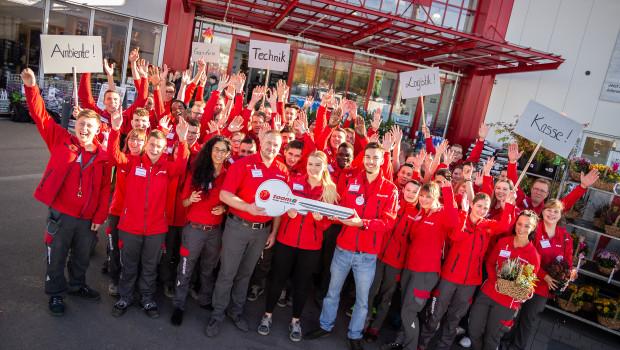 Ein Team von 60 Azubis schmeißt für eine Woche den Toom-Markt in Paderborn.