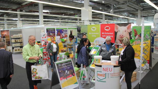 Zum zweiten Mal trafen sich die Mitarbeiter des Geschäftsbereichs Märkte der Raiffeisen Waren-Zentrale Rhein-Main eG (RWZ) und der ZG Raiffeisen eG am 26. und 27. Oktober 2016 in Hofheim-Wallau zur gemeinsamen Ordermesse.