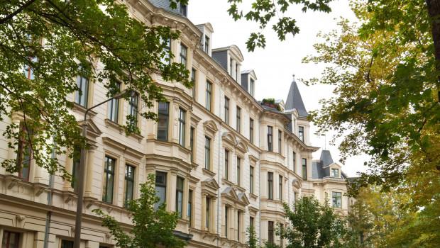 Eigentumswohnungen haben sich gerade in den großen Metropolen erheblich verteuert. Foto: LBS