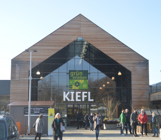 """Der erst vor einem Jahr eröffnete Markt von Kiefl aus der """"grün erleben""""-Gruppe war eine weitere Station der Storetour."""