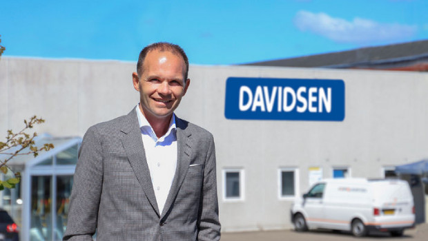 Davidsen-CEO Henrik Clausen kündigt weitere Investitionen in den E-Commerce an.