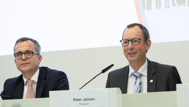 Der neue Präsident des Verbands der deutschen Lack- und Druckfarbenindustrie (VdL), Peter Jansen, präsentierte durchwachsene Zahlen. Mit im Bild Dr. Martin Engelmann, Hauptgeschäftsführer beim VdL.