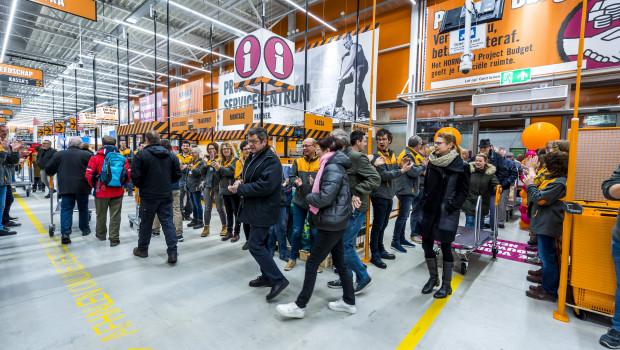 Ansturm bei der Eröffnung des neuen Hornbachs in Duiven.