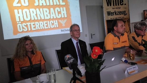 Pressekonferenz in Wien (v. l.): Alexandra Klima (Geschäftsführerin/Einkaufsleitung AUT), Vorstandsvorsitzender Albrecht Hornbach und Landesgeschäftsführer Stefan Goldschwendt.