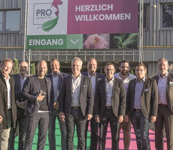 Auch der Messebeirat äußerte sich zufrieden mit der Premiere neuen Messe (v. l.): Carsten Markus (Sagaflor), Stefan Berkes (IHAK), Stefan Lohrberg (Koelnmesse), Sebastian Heinje (Heinje), Peter Pohl (Sagaflor, GFME), Martin Beckwermet (Oase), Martin Schweikert (Sagaflor), Florian Schmager (AS Aquaristik), Edwin Schwarzkopf (Nobby) und Andreas Schillmöller (Compo).