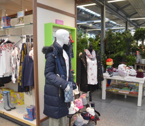 Im Gartencenter Seebauer gibt es eine unter anderem eine ungewöhnlich große Fashion-Abteilung.