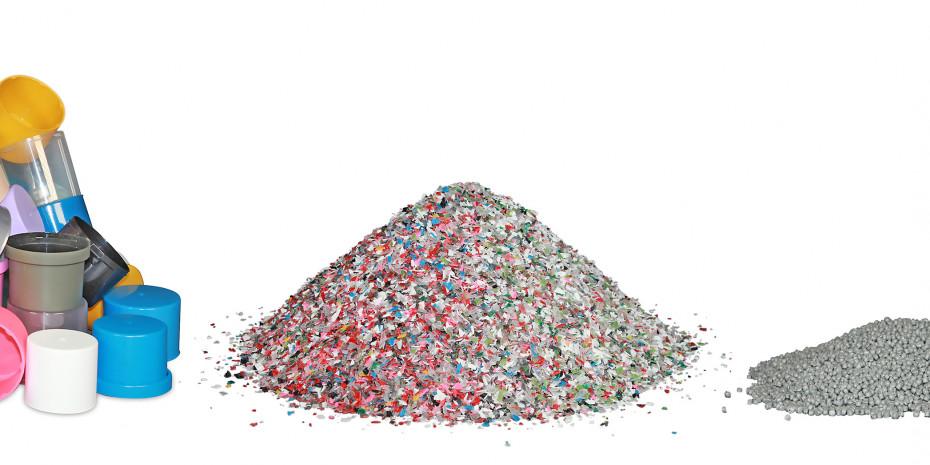 """Einsparung und Vermeidung von Micro-Kunststoff. Von links nach rechts: Kunststoffabfall (Dosenkappen), Kunststoff """"gemahlen"""" (geschreddert), Kunststoff aufbereitet (Recyclat)."""