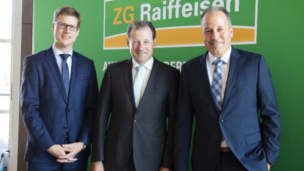 Der scheidende Vorstandsvorsitzende Ewald Glaser (M.) erläuterte zusammen mit den Vorständen Lukas Roßhart (r.) und Holger Löbbert die Bilanz 2019 der ZG Raiffeisen.