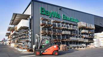Baywa-Baustoffstandorte steigen auf Elektrostapler um